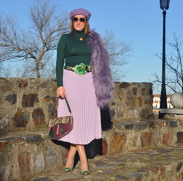 Nuria wears a green and purple outfit | 40plusstyle.com