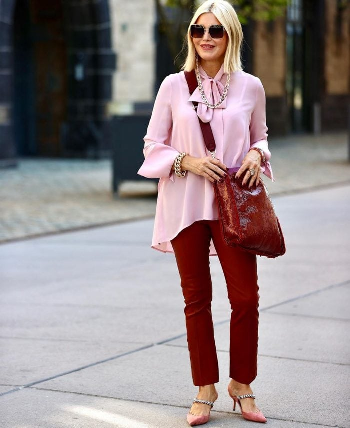 Petra wears burgundy pants and a pink blouse | 40plusstyle.com