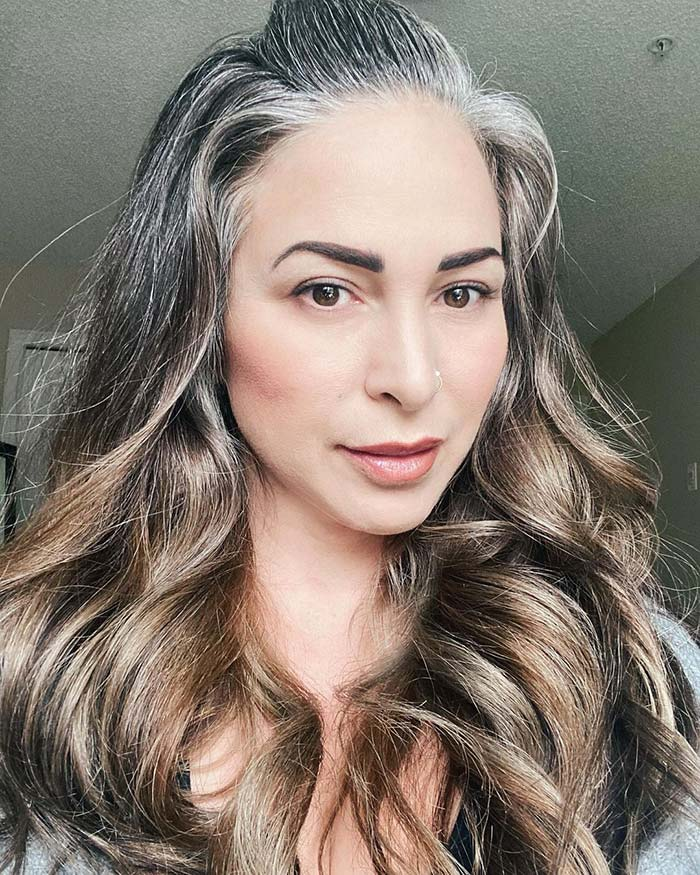 Gifts for make up lovers - Amaris emphasizes her brows | 40plusstyle.com