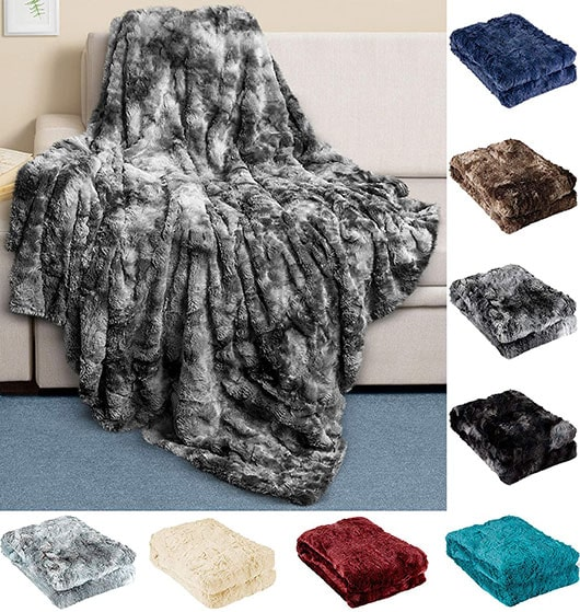 Cozy gifts - Everlasting Comfort luxury faux fur throw blanket | 40plusstyle.com