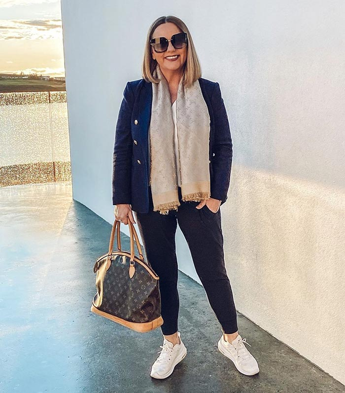 How to find your style - Jona in a blazer, jeans and sneakers   40plusstyle.com