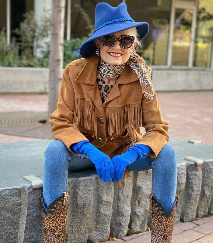 Judith wearing blue gloves | 40plusstyle.com