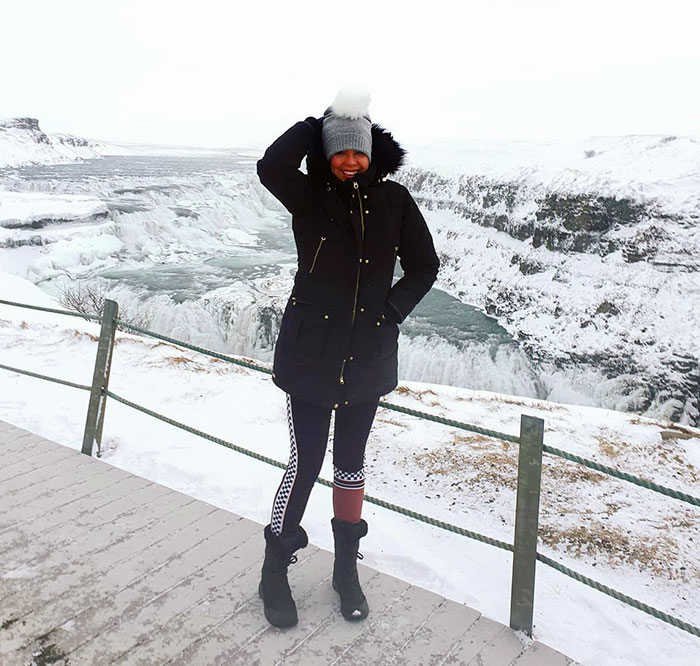 Helen wearing a stylish outfit for a snowy outing | 40plusstyle.com