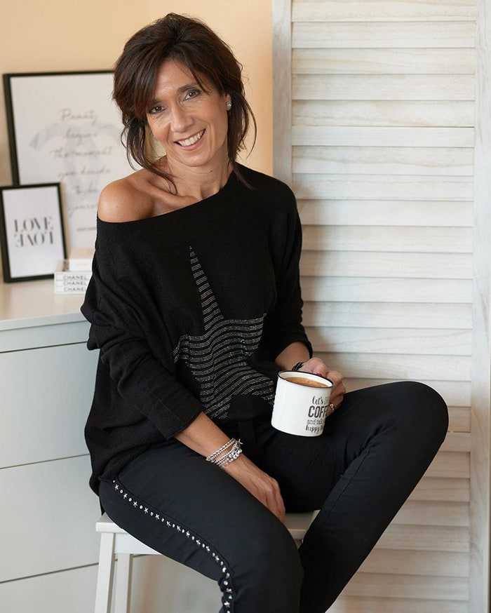 Patricia relaxes at home in her stylish loungewear | 40plusstyle.com