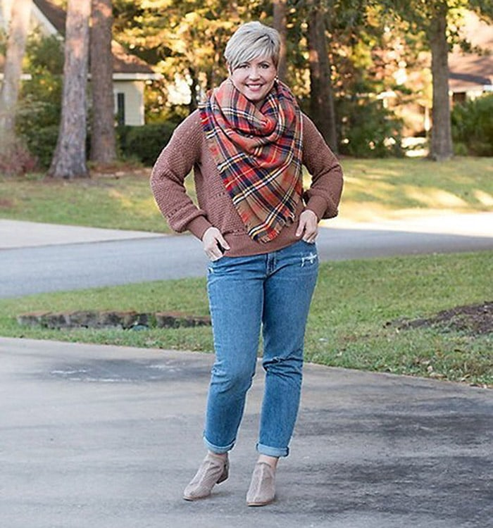 Natural style - Fonda in jeans and a check scarf   40plusstyle.com