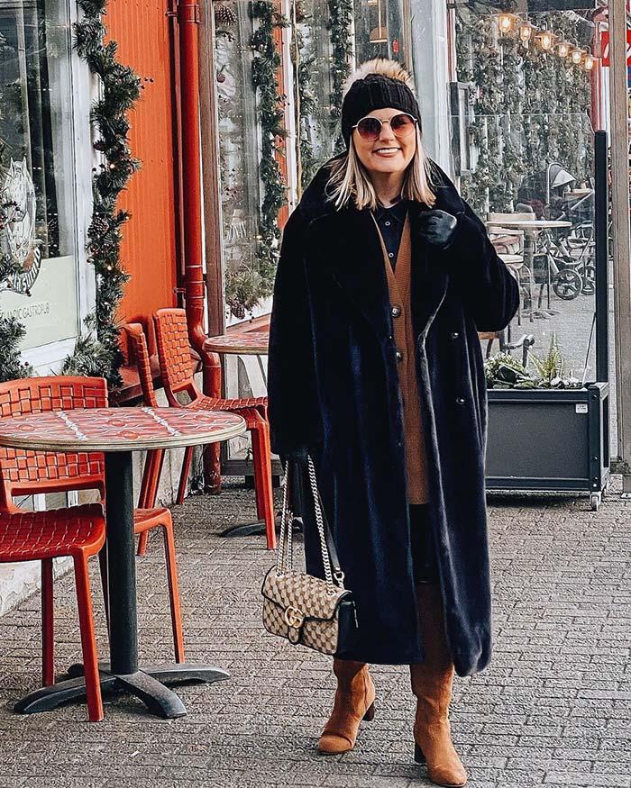 Jona wears a beanie and round sunglasses | 40plusstyle.com