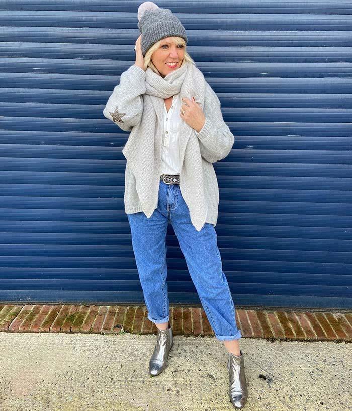 Lynne wears a cuffed beanie hat | 40plusstyle.com