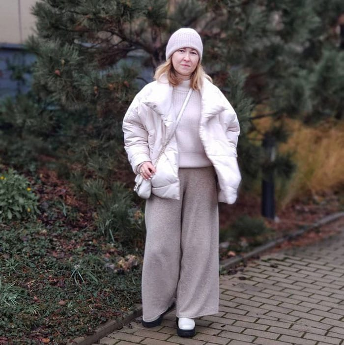 Martina in a cream beanie and tonal outfit | 40plusstyle.com