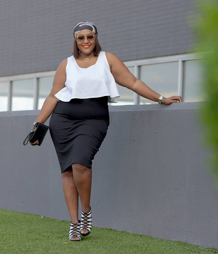 Monochrome outfit look | 40plusstyle.com