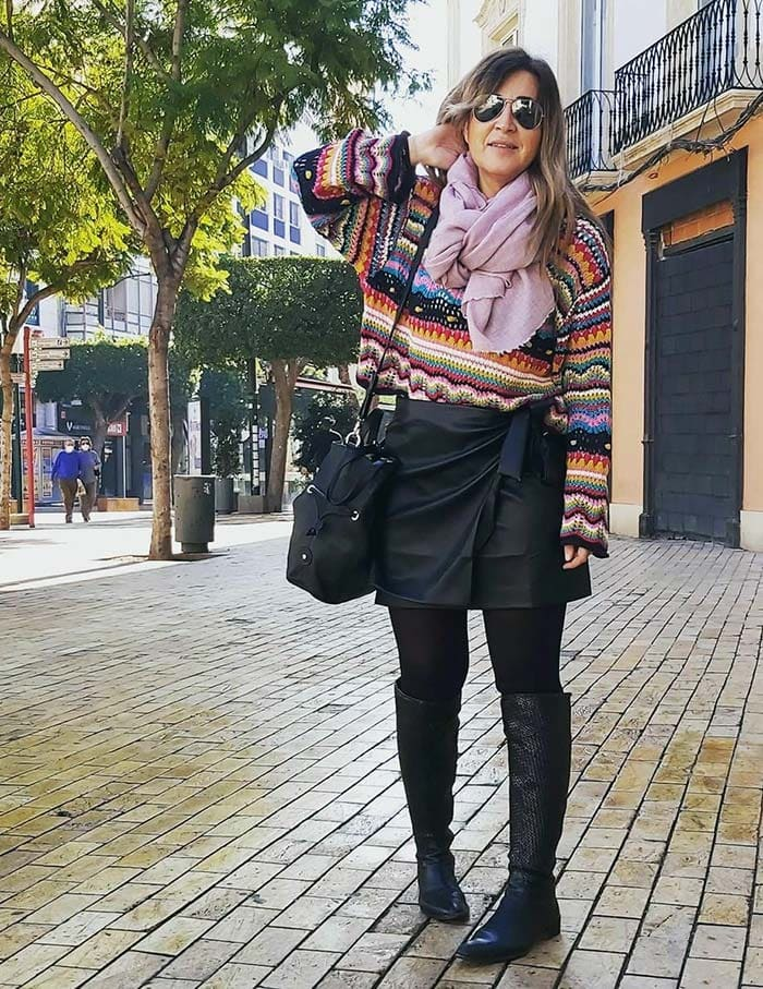 Pepa wears a sweater and scarf with her skirt | 40plusstyle.com