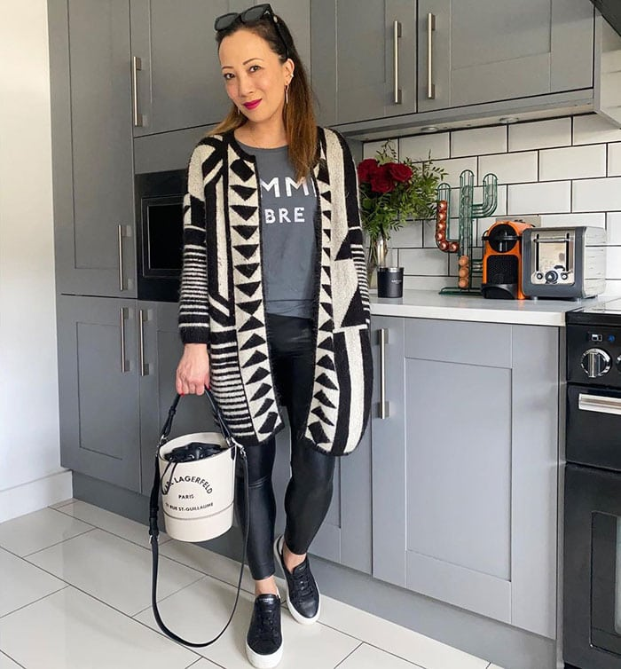 Abi accessorizes her outfit with a bucket bag | 40plusstyle.com