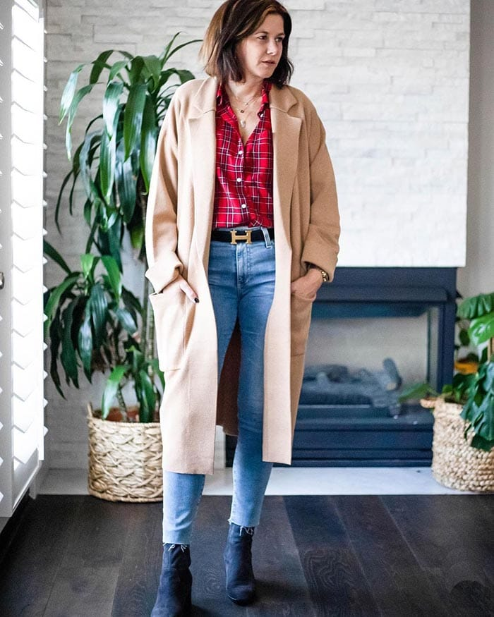 Dahlia wearing a checked shirt and jeans | 40plusstyle.com