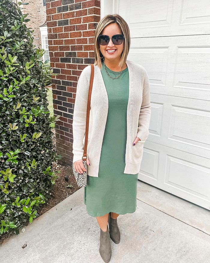 Easter outfits - Laura wears a green dress | 40plusstyle.com
