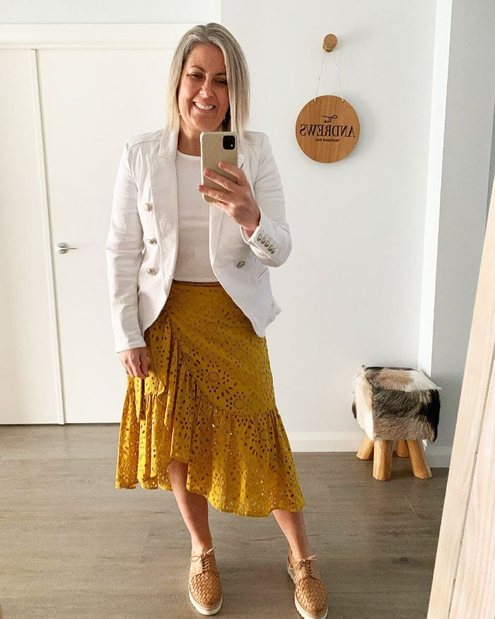 Beth wears yellow and white   40plusstyle.com