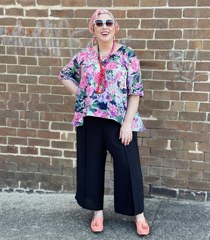 Pants to hide a belly - Kim wears a floral top with black pants | 40plusstyle.com