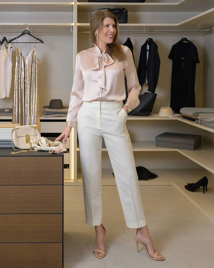 Best clothes for tall women - Leonie in a neutral outfit | 40plusstyle.com