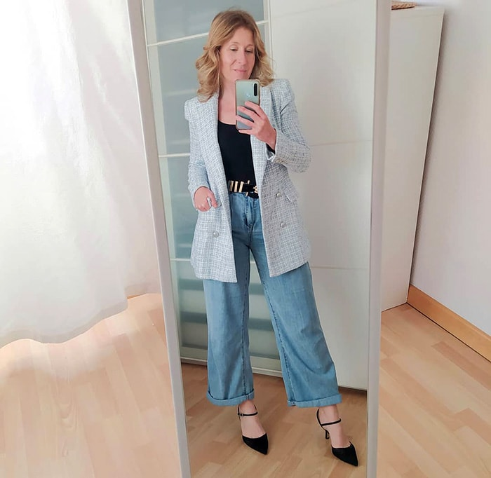 How to fit a blazer - Monica in a long blazer | 40plusstyle.com