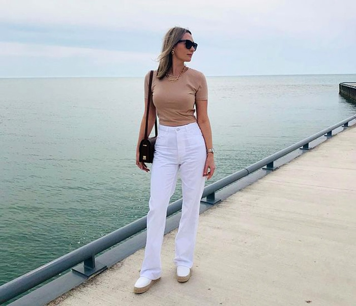 Best white jeans - Olga in an all neutral outfit | 40plusstyle.com