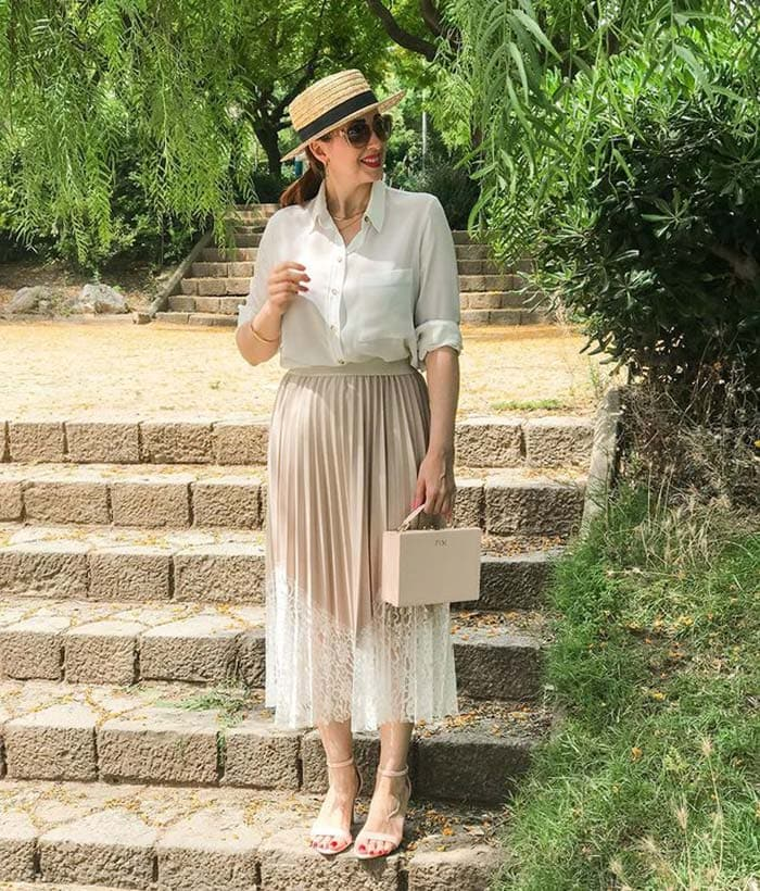 Clothes for tall women - Patricia in a pleated skirt and white shirt | 40plusstyle.com