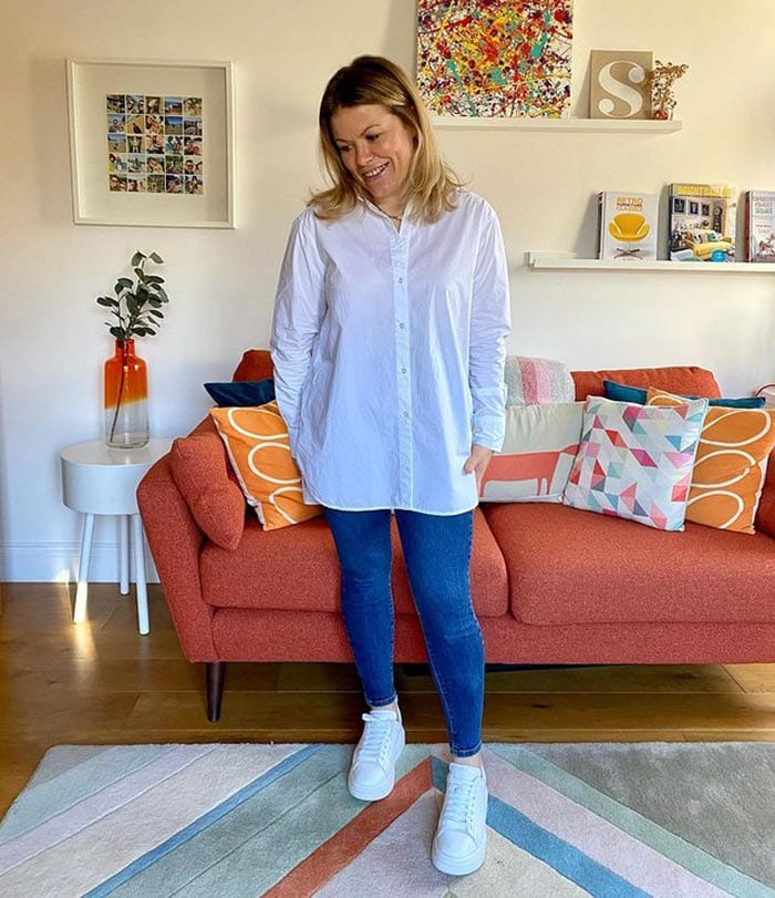 Jeans to fit a tummy - Paula in jeggings | 40plusstyle.com
