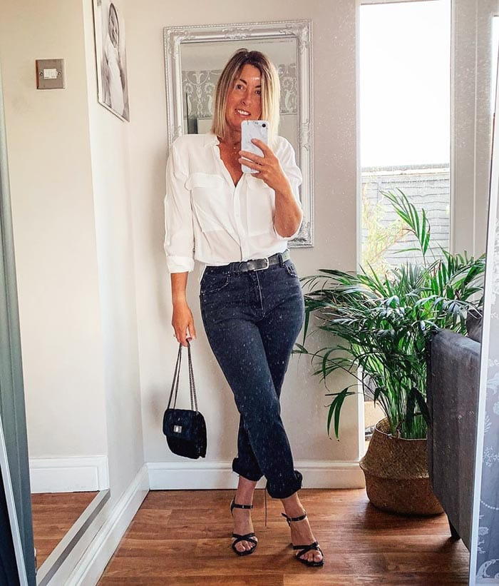 Sarah wears a white shirt and jeans | 40plusstyle.com