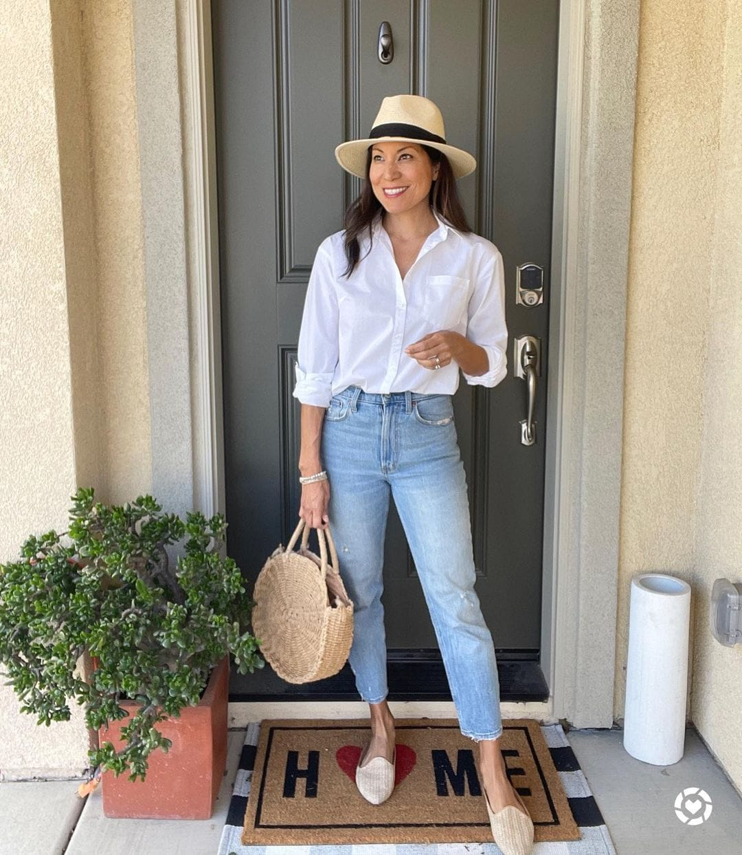 Adaline in a white shirt and jeans   40plusstyle.com