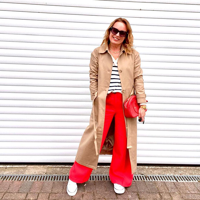 Palazzo pants outfits - Charlotte @charlotte_lovesstyle wears wide pants with a trench coat | 40plusstyle.com