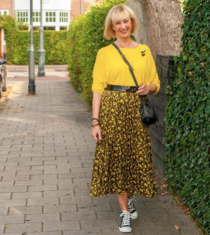 Greetje wears a maxi skirt and sneakers   40plusstyle.com
