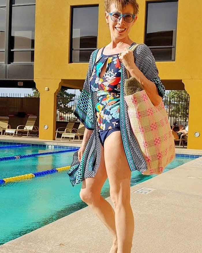 Jodie wears a geometric print bathing suit cover-up | 40plusstyle.com