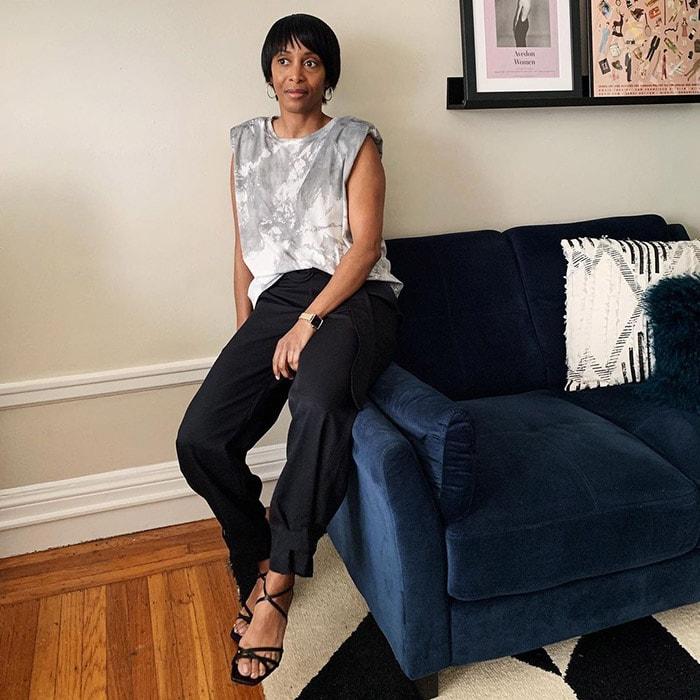 Kim wears gray and black   40plusstyle.com