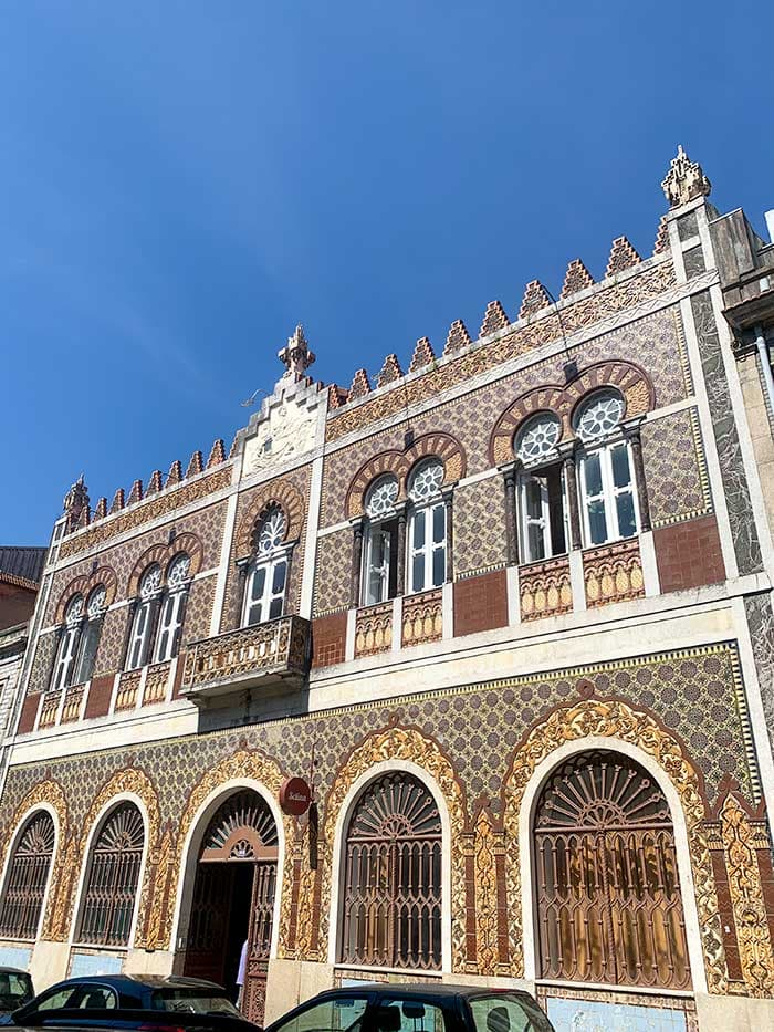 Beautiful house in Porto with Azulejos   40plusstyle.com