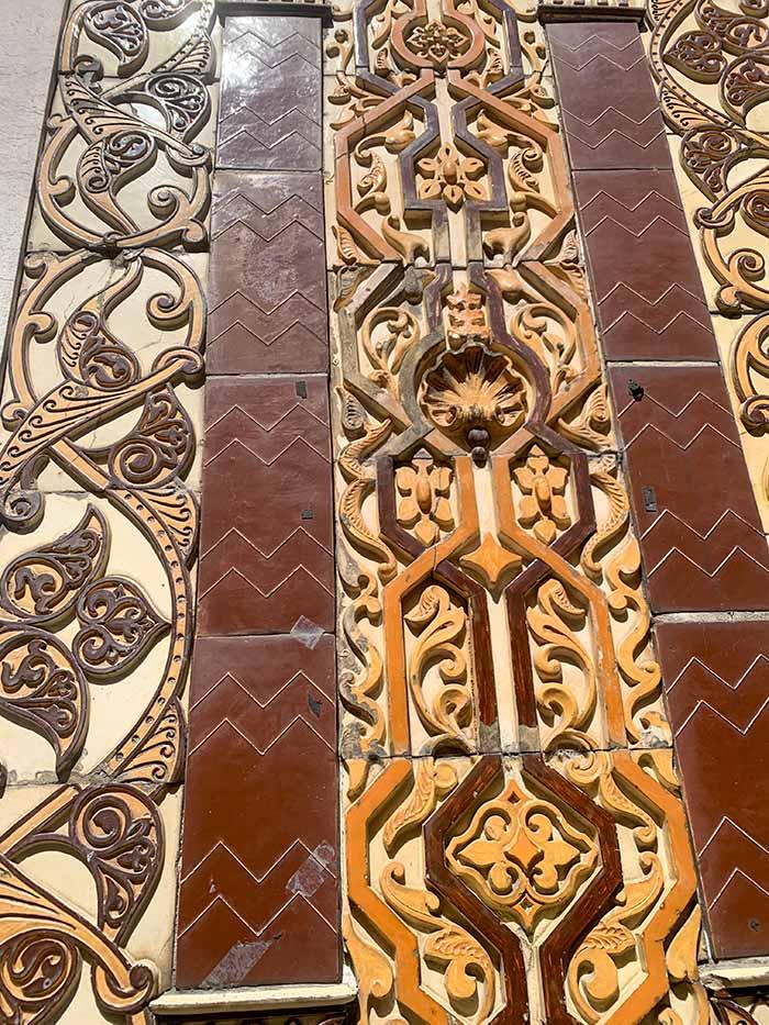 3 dimension Azulejos tiles in Porto, Portugal   40plusstyle.com