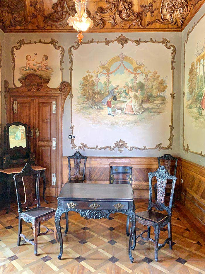 Sintra - a room inside the palace | 40plusstyle.com