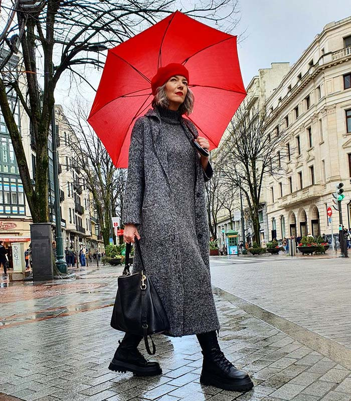What to wear on a rainy day: the best rainy day outfits to keep you stylinglishly | 40plusstyle.com