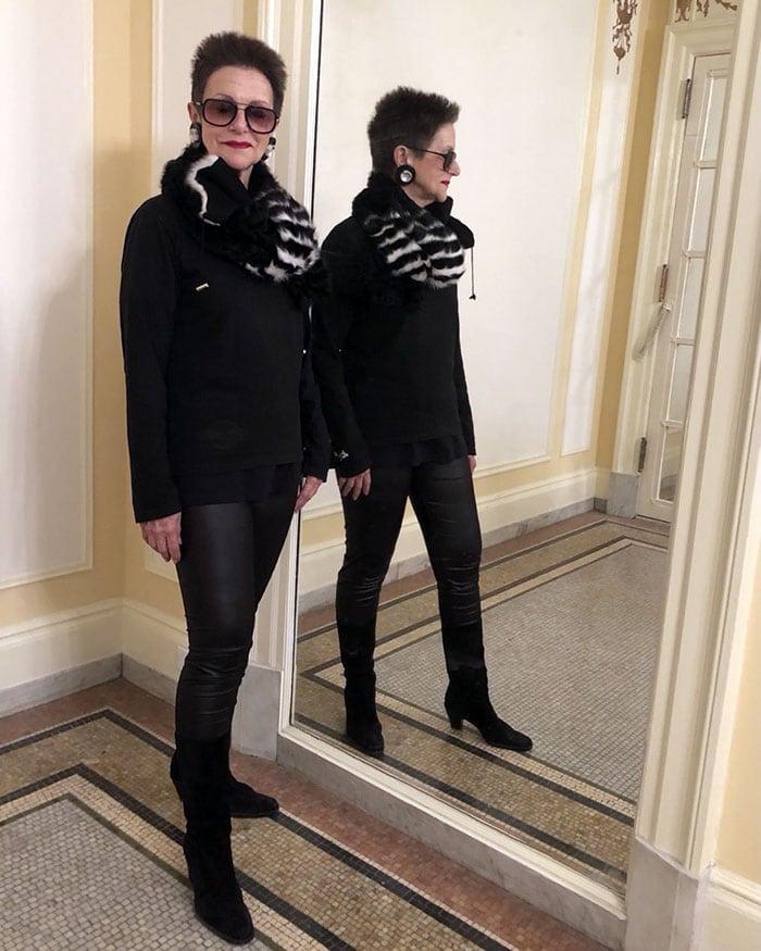 Best winter boots for women - Diana wears black boots   40plusstyle.com