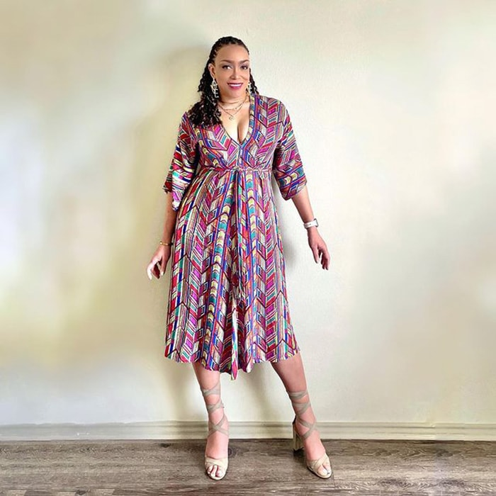 How to hide a belly - Erica wears a print midi dress | 40plusstyle.com