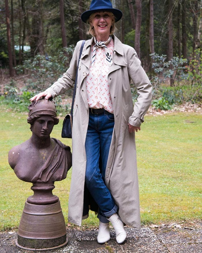 Greetje wears a long coat with her jeans | 40plusstyle.com
