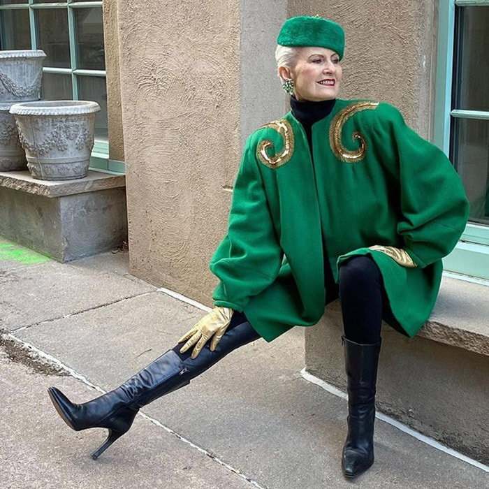 Judith wears a green hat and coat | 40plusstyle.com