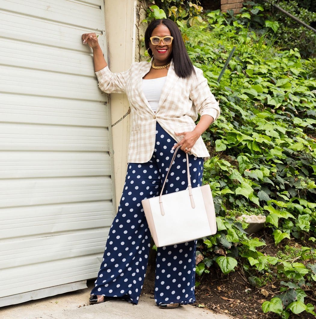Julie pattern mixes in her wide-leg pants outfit | 40plusstyle.com