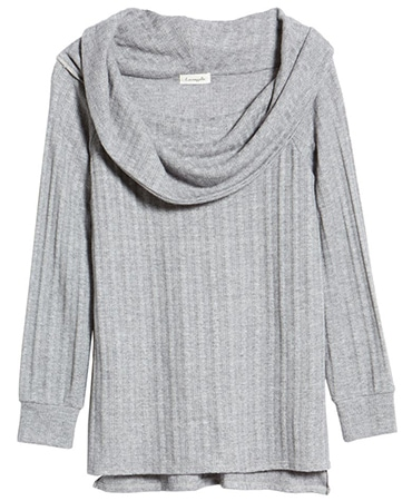 Off the shoulder sweater | 40plusstyle.com