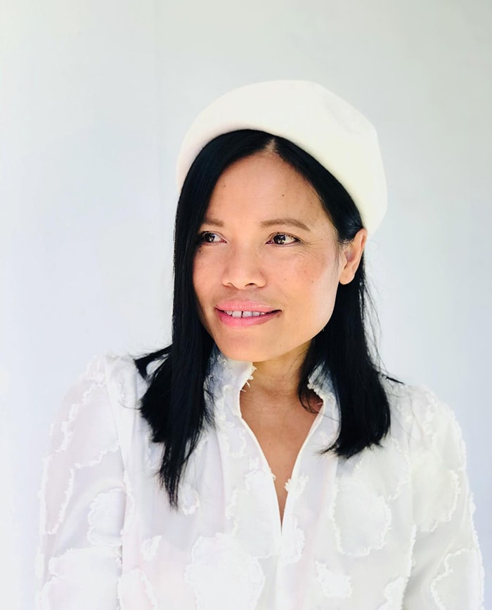 How to wear a beret - Souri in a white beret | 40plusstyle.com
