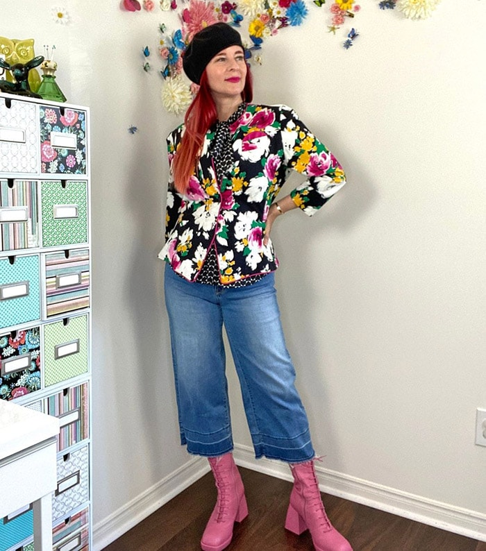 Suzanne wears a black beret | 40plusstyle.com