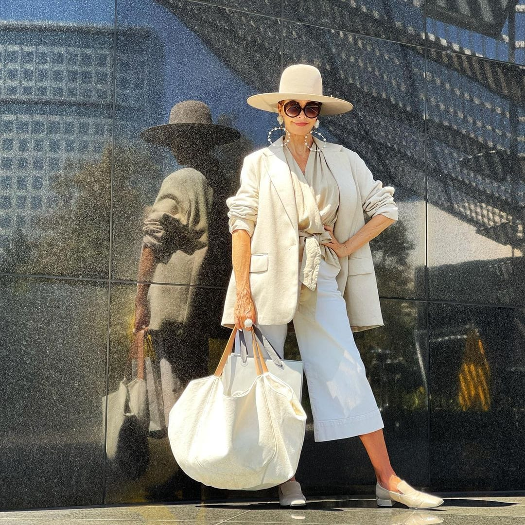 Tamera in wide leg pants and a large hat | 40plusstyle.com