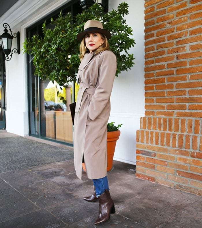 how to wear a trench coat - Wendy wears a trench coat and fedora | 40plusstyle.com