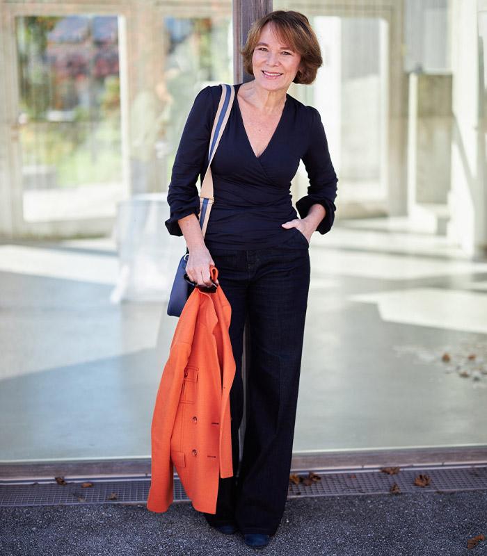 Pear shape outfits - Annette wears a wrap top | 40plusstyle.com