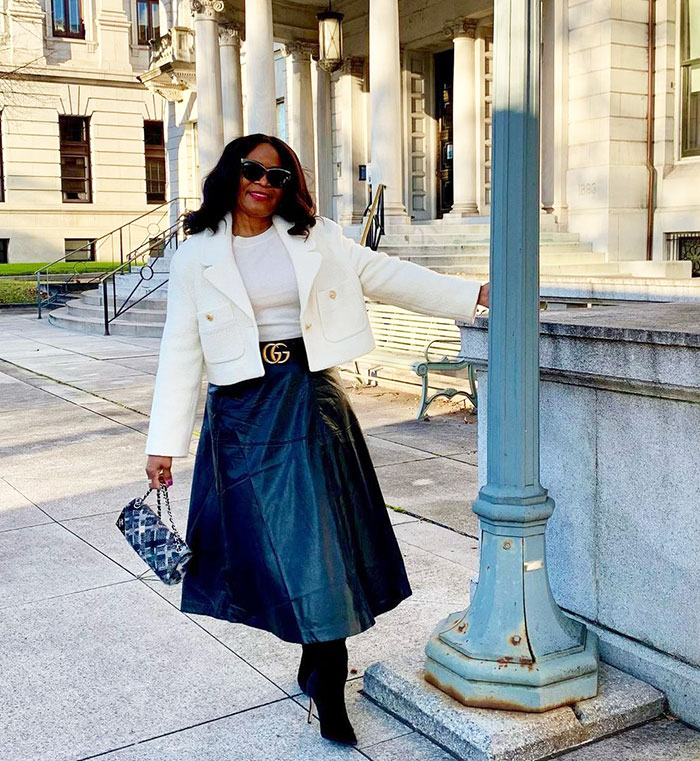 Eugenia wears a leather skirt | 40plusstyle.com